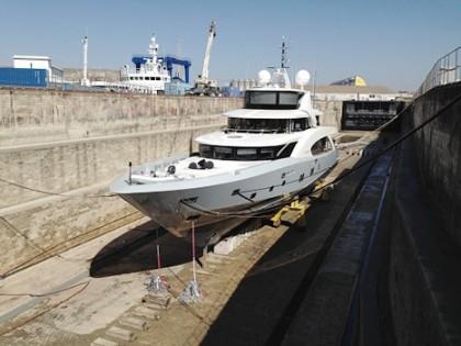 M/Y 50 m in dry dock N°1